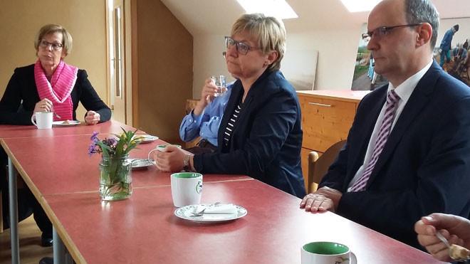 Frauke Heiligenstadt bei Kaffee und Kuchen