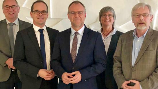 Gerd Linderkamp, SPD-Kreistagsfraktionsvorsitzender; Grant Hendrik Tonne, SPD-Unterbezirksvorsitzender; Landrat Detlev Kohlmeier; Anja Altmann, stellv. Landrätin sowie Horst Prüfer, stellvertretender SPD-Unterbezirksvorsitzender